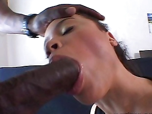 Simone Fucks Black Dick - 6 min